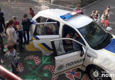 Первомайські поліцейські закликали школярів не користуватись ґаджетами на дорозі заради власної безпеки